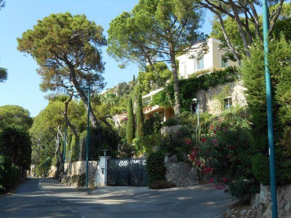 На Лазурном берегу во Франции находится шикарная вилла Левочкина стоимостью в 40 миллионов евро