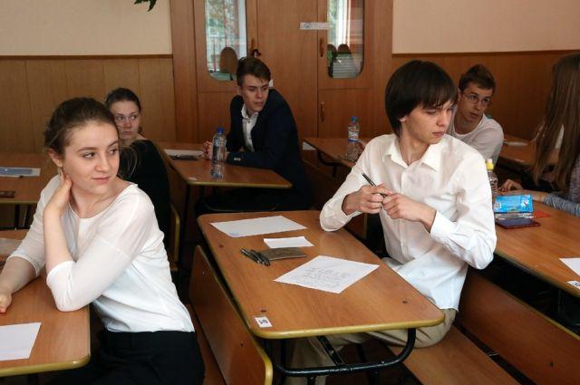 Выпускников ждут на пересдачу экзаменов.