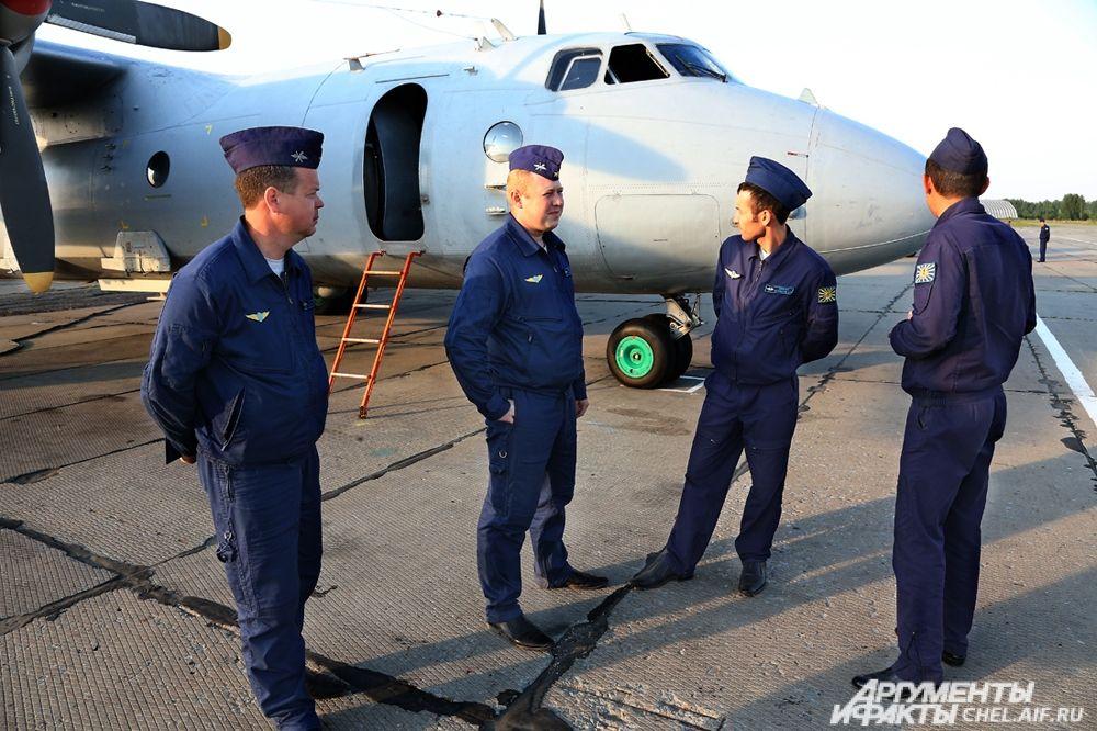 Члены экипажа самолёта.