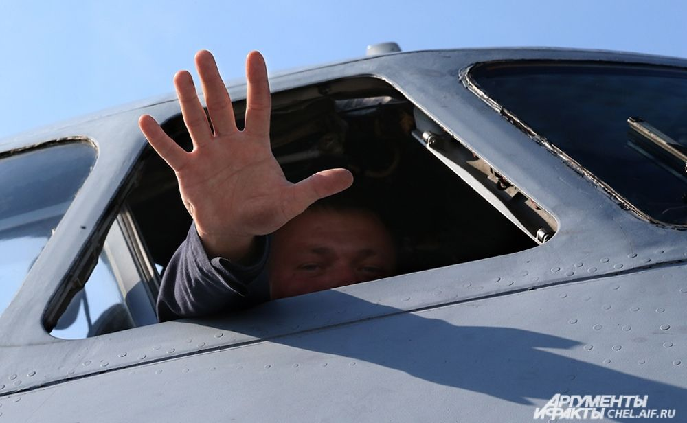 Помощник командира самолёта.