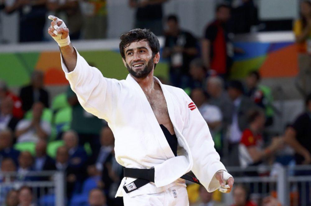 Первую золотую медаль принес России дзюдоист Беслан Мудранов в весовой категории до 60 килограммов.