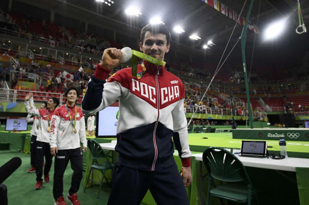Серебряными призерами Олимпиады в командном первенстве стали российские гимнасты.