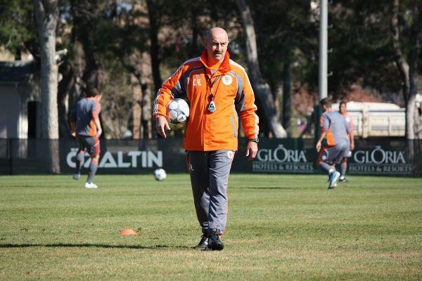 В 1993 году футболист заключил контракт с немецким «Динамо», а уже в 1996 году был куплен австрийским «Тиролем». В 2002 году Черчесов вернулся в «Спартак» и завершил карьеру футболиста. Всего за московский клуб вратарь провел 200 матчей, в которых пропустил 160 голов.