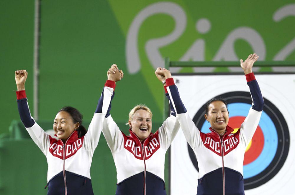 Серебро завоевали лучницы — Ксения Перова, Инна Степанова, Туяна Дашидоржиева.