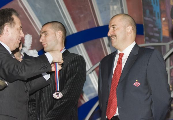 В 2003 году Станислав Черчесов получил звание Заслуженный мастер спорта России.