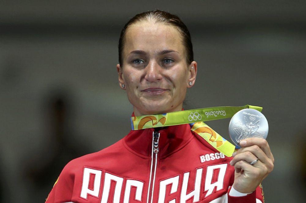 8 августа в финальном поединке с соотечественницей Яной Егорян серебро досталось саблистке Софье Великой.