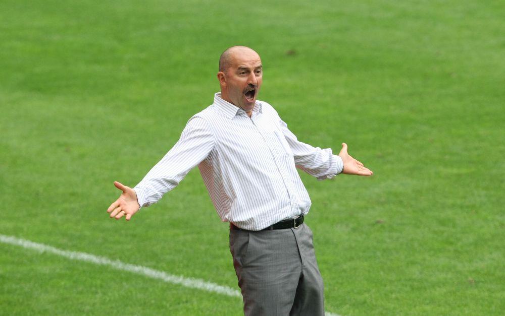 Летом 2013-го Черчесов принял пермский «Амкар», где проработал до апреля 2014-го, когда принял приглашение московского «Динамо».
