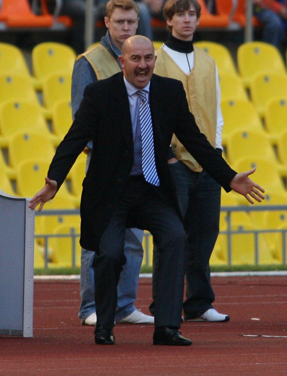 С октября 2015 года Черчесов работал главным тренером варшавской «Легии». Под руководством 52-летнего специалиста клуб в прошедшем сезоне выиграл чемпионат Польши и кубок страны.