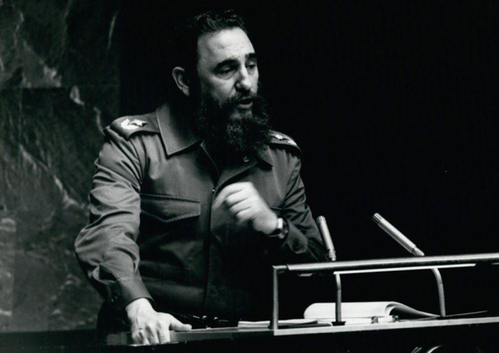 После участия в мятежах против правых правительств Доминиканской Республики и Колумбии, он попытался осуществить свержение режима президента Батисты, осуществив неудачное нападение на военный городок Монкада в 1953 году. Кастро был арестован и предан суду военного трибунала.