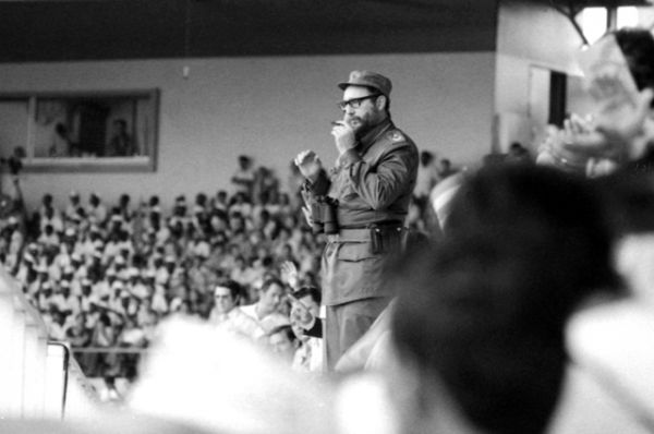 1 января 1959 года после победы революции и свержения диктатуры Батисты взял на себя командование кубинской армией. После того, как 15 февраля этого же года премьер-министр страны Миро Кардона уходит в отставку, Кастро становится новым главой правительства.