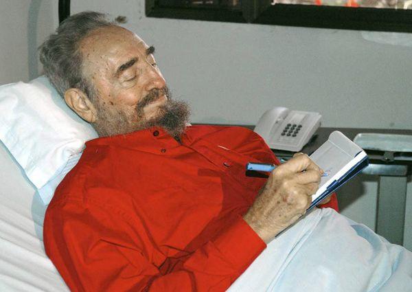 В июле 2006 года Кастро перенес операцию на кишечнике, в связи с чем временно делегировал свои полномочия младшему брату Раулю.
