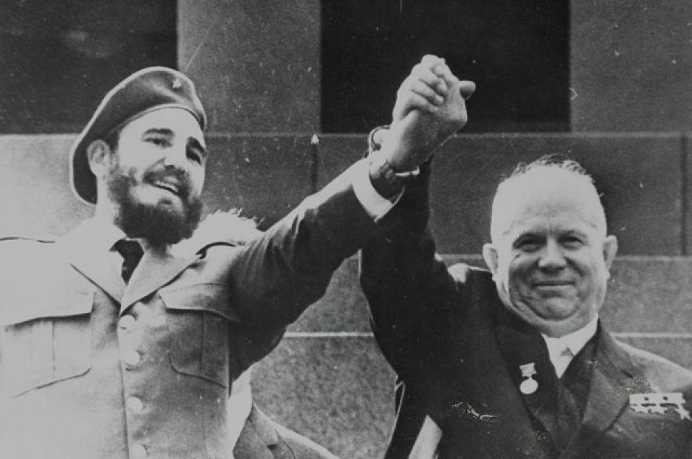 Администрация США, встревоженная дружескими отношениями Кастро с СССР, организовала ряд неудачных попыток покушения на него и ввела экономическое эмбарго против Кубы. Пиком противостояния стала организованная ЦРУ неудачная военная операция по его свержению в 1961 году.