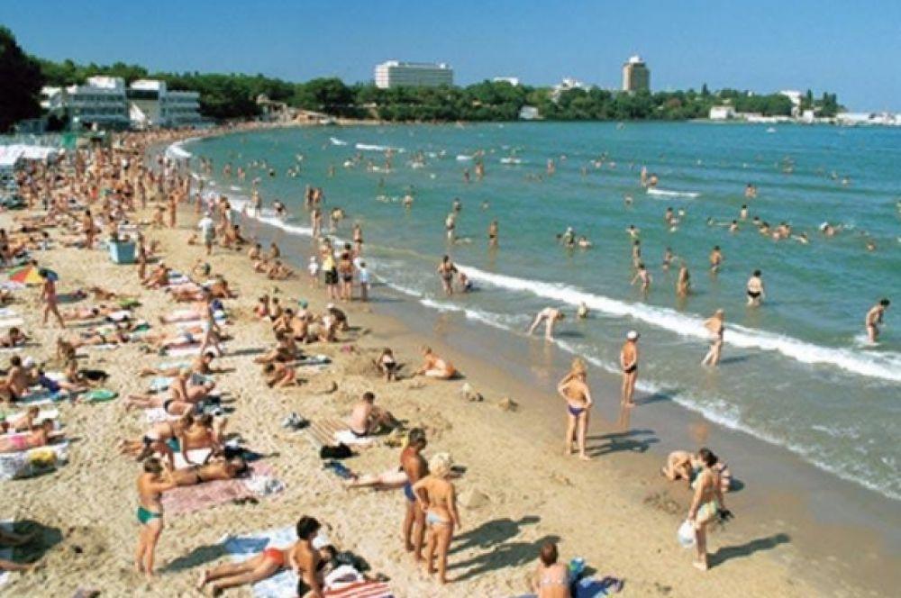 3. Пляж в Джемете, Анапа, Краснодарский край.  Широкая береговая зона с белоснежным песком по праву считается одним из лучших мест отдыха в Европе, особенно для семей с детьми.