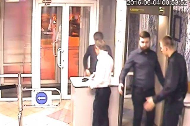 Следователи вЧелябинске разыскивают мужчину заубийство уночного клуба