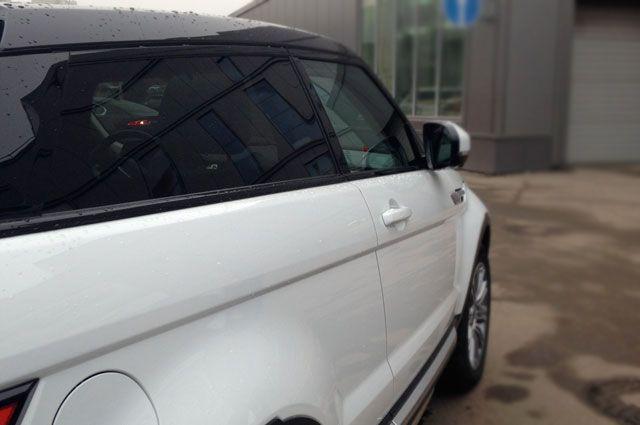 ВЕкатеринбурге приставы забрали удолжницы дорогой вседорожный автомобиль Range Rover