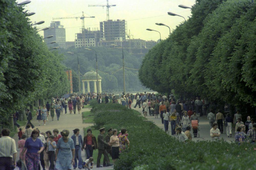 Центральный парк культуры и отдыха (ЦПКиО) имени Горького, 1980 год.