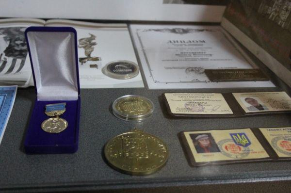 В музее выставлены награды Михаила Ивановича.