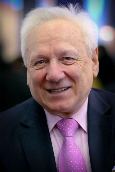 Сергей Филатов. 19 января 1993 года — 15 января 1996 года. Президент — Борис Ельцин.