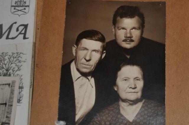 Михаил Пуговкин с родителями Натальей Михайловной и Иваном Михайловичем.