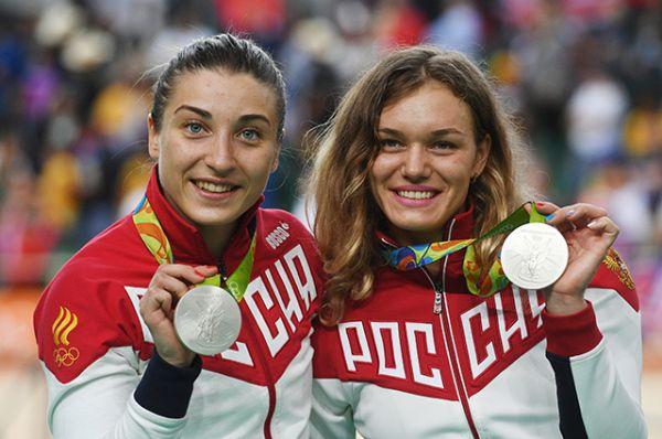 13 августа Дарья Шмелева и Анастасия Войнова, завоевавшие серебряные медали в командном спринте на соревнованиях по велоспорту среди женщин.