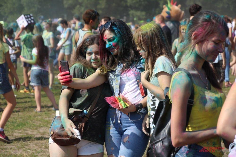 Как и на любом фестивале, здесь не обошлось без селфи в компании друзей и знакомых.