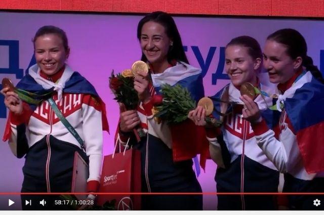 Юлия Гаврилова (крайняя слева) вернется в Новосибирск с Олимпийским золотом