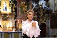 Валентина Литвина выступает с сольными концертами в Европе.