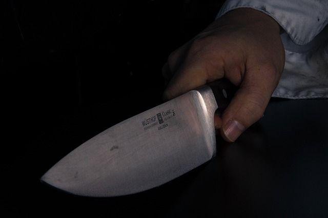 Отношения нетрезвая компания выясняла с ножом в руках
