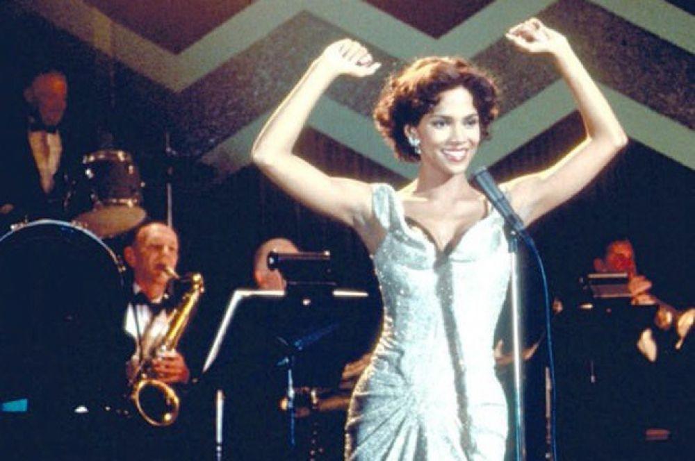 В 1999 году в биографическом фильме «Познакомьтесь с Дороти Дендридж» она изобразила первую чернокожую женщину, номинированную как «Лучшая актриса» на кинопремию «Оскар».