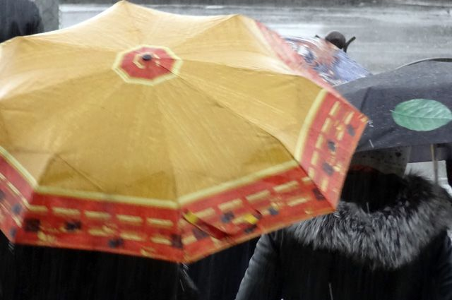 Последствия дождя: наперекрестке Малышева— Восточная провалился асфальт