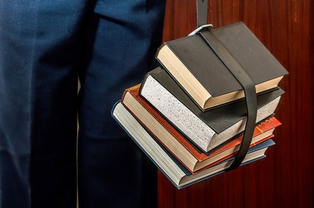 ВОмской области выделили 214 млн руб. напокупку школьных учебников