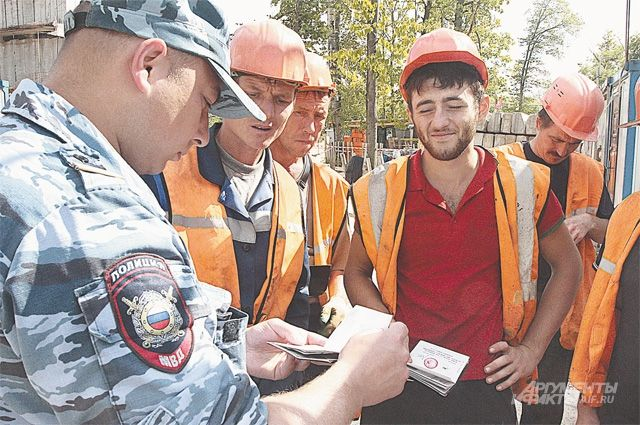 Глава Новосибирской области запретил иностранцам работать вшколах иводить такси