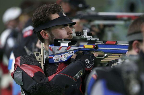Стрелок Сергей Каменский взял серебро в стрельбе из винтовки с трех позиций.
