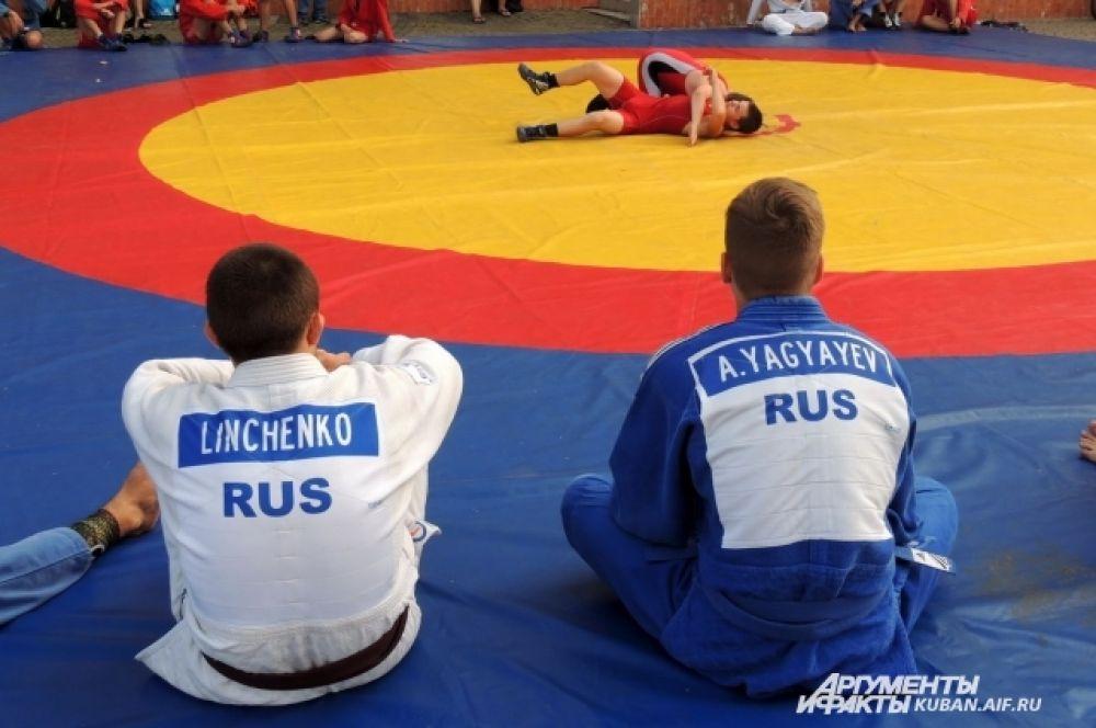 За время спортивного праздника молодые краснодарские самбисты сделали бессчетное количество эффектных бросков.