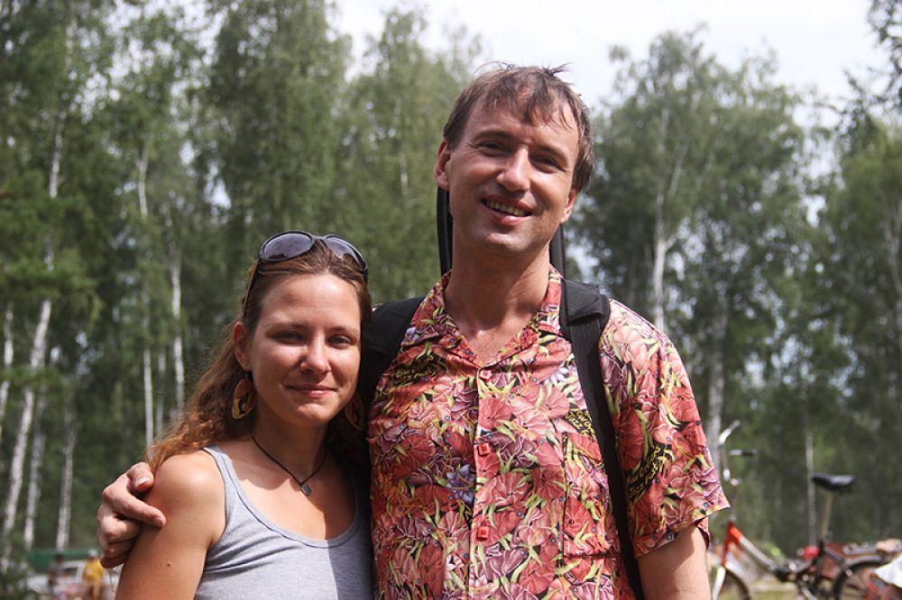 Воскресным утром почётный гость фестиваля Роман Ланкин выгуливал по поляне ульяновских девушек...