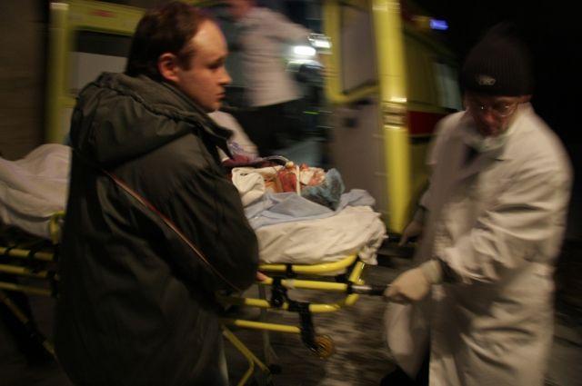 С различными  травмами пострадавшего доставили в больницу.