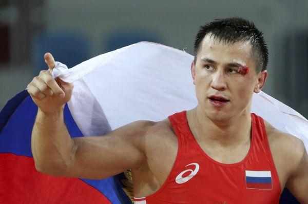 Роман Власов завоевал золотую медаль в соревнованиях по греко-римской борьбе.