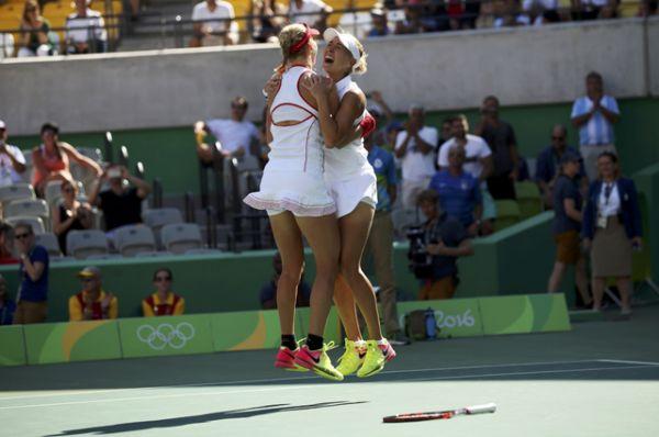 Теннисистки Макарова и Веснина обыграли пару из Швеции Хингис – Бачински и завоевали еще одно золото для сборной России.