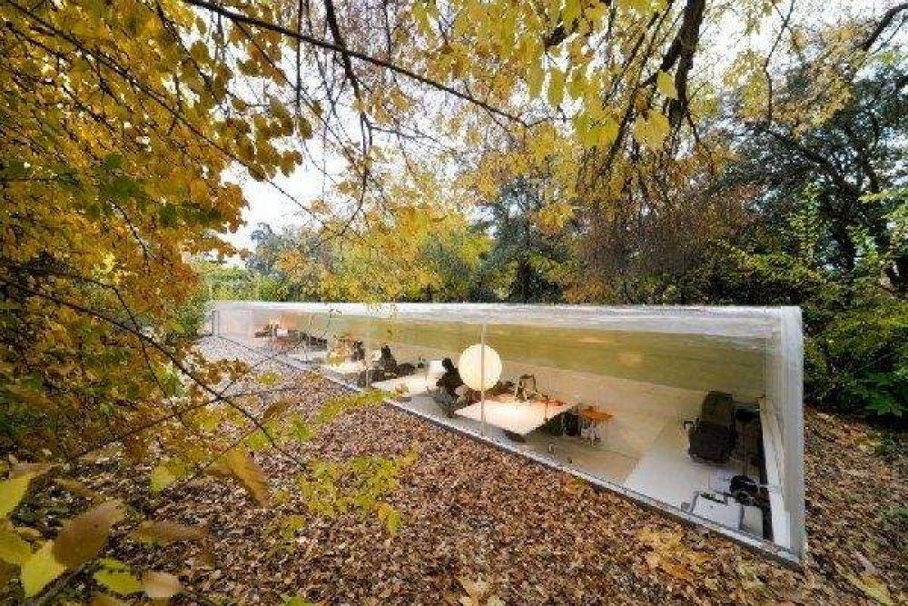 Испанское агентство Selgas Cano Architecture находится в лесу, практически в земле