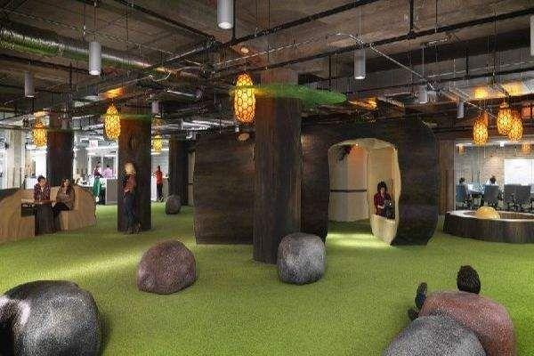 Тематическая зона отдыха, заделанная под экзотический остров находится в чикагском офисе Groupon