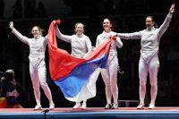 Яна Егорян (крайняя справа) в составе команды российских саблисток.