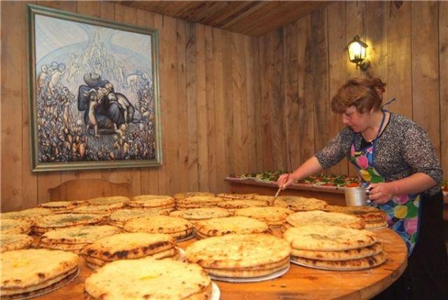 Гостей учили готовить осетинские пироги