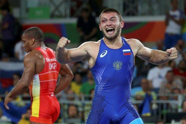 Русский борец Чакветадзе победил вфинале Олимпиады темнокожего украинца Беленюка