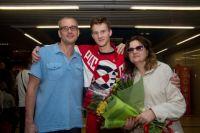 В аэропорту Григория встречали родители.