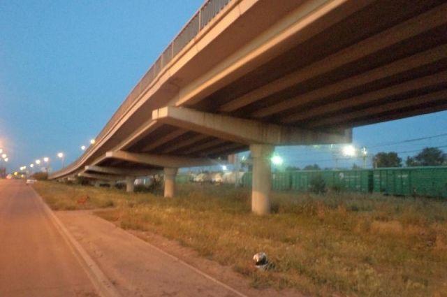 Мотоциклист разбился насмерть, упав смоста вЧелябинске