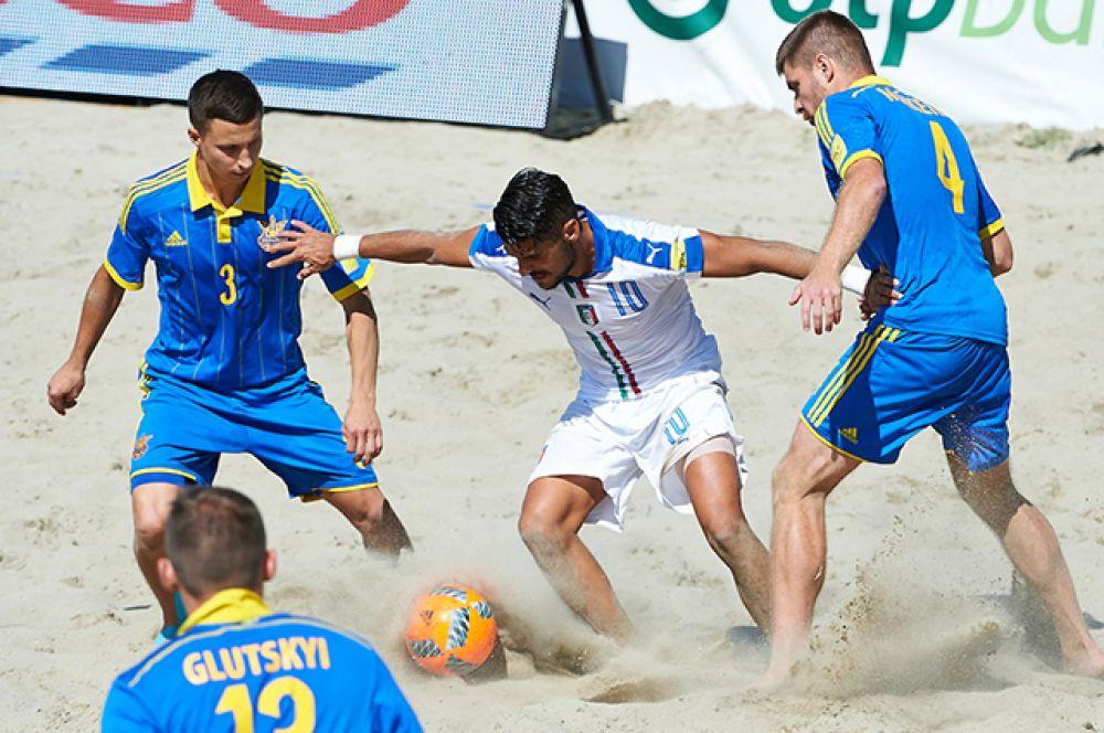 В последнем третьем туре сборная Украины по пляжному футболу вышла на сборную Италии