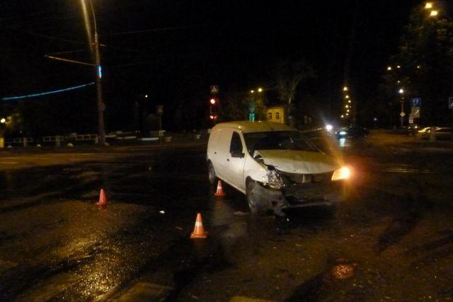 Три человека пострадали при столкновении «Лады Ларгус» и«ВАЗа» вВологде