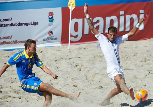 Вот удар украинского пляжного футболиста