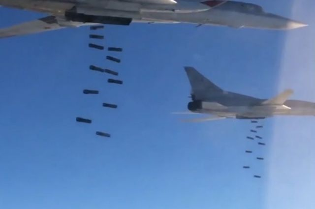 Самолеты Ту-22М3 иСу-34 уничтожили лагеря боевиков вСирии