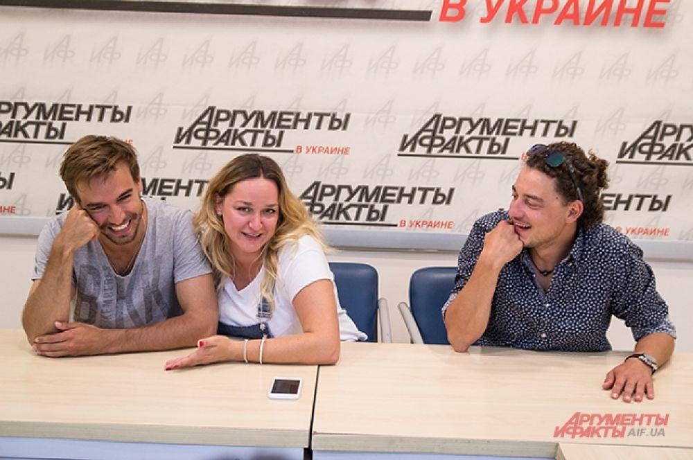Лена Синельникова была очень веселой на конференции